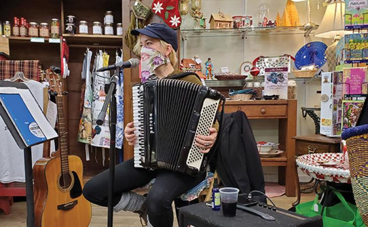 Willo Lauren Sertain performs @ Marketplace Antiques on Friday during Art Walk